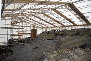 http://www.swscaffolding.co.uk/wp-content/uploads/2015/06/south-west-scaffolding-temporary-roofing-320x214.jpg